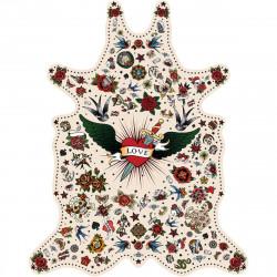 Tapis Tatouage Love fond blanc XXL, vinyle forme peau de bête, 198x250cm, collection Tattoo Compris, Pôdevache